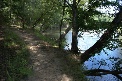 Side trail along Sweetwater Creek