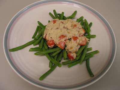 IMAGE: Tomato and tuna salad atop a bed of green beans